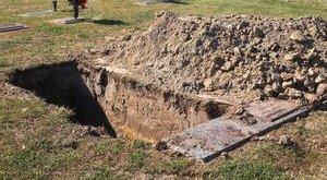 Ellopta apja holttestét, hogy feltámassza