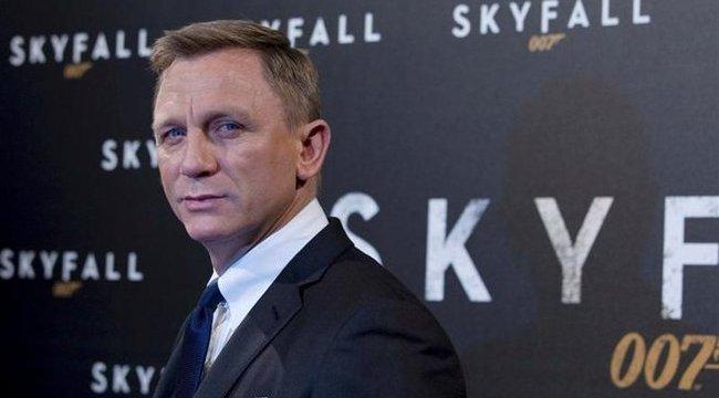 Daniel Craig kiakadt és bemutatott