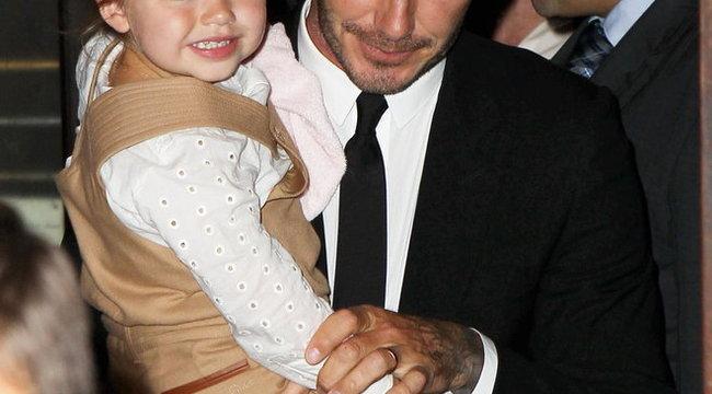 Debütált a divatvilágban a kétéves Beckham kislány