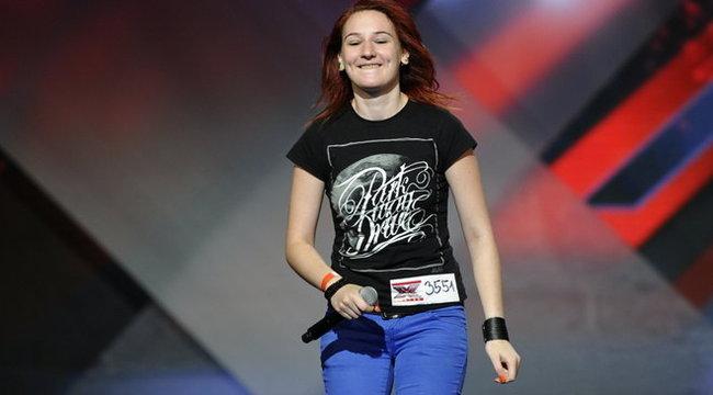 Kirúgták az X-Faktor hörgő énekesnőjét