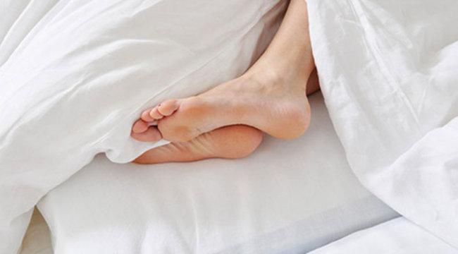 Horkoló szexpartnerére hívta ki a zsarukat a férfi