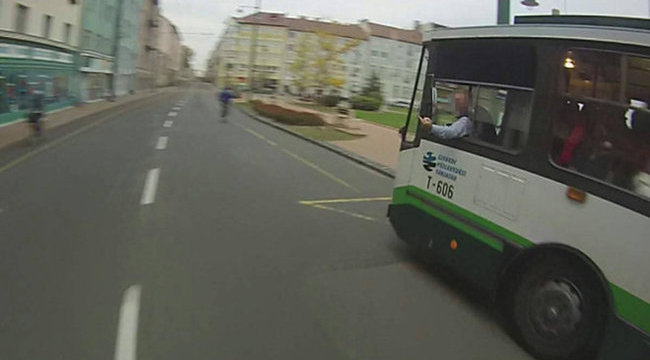 Durva: bemutatott a trolis a biciklisnek