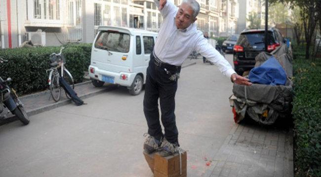 200 kilós cipőben tolja a zakkant kínai - videóval