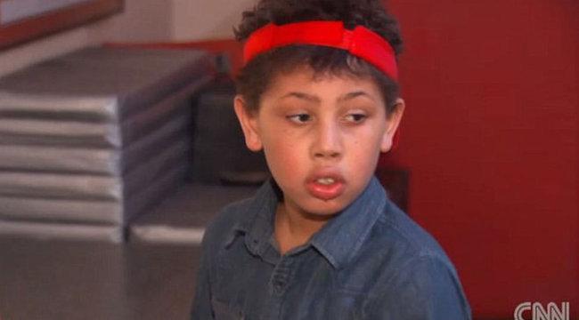 Ki akarja irtani családját a 10 éves kisfiú