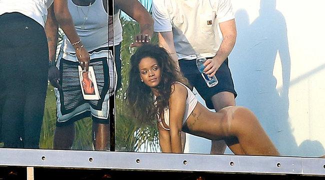 Bugyi nélkül fotózkodott Rihanna (+18)