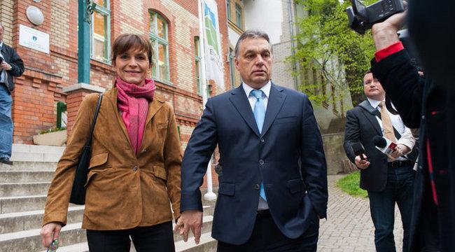 Politikusfeleségekkel barátkozik Orbánné