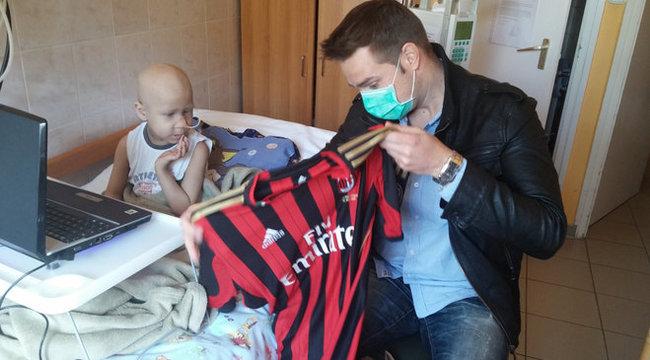 Szegedi rákos kisfiút segít Robinho
