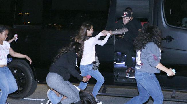 Justin Biebert toloncolják ki Amerikából!