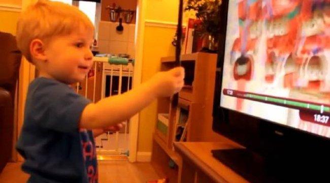 Cukiság: azt hiszi a gyerek, ő is Harry Potter