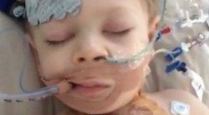 Két napig nyitott mellkassal élt a kisfiú