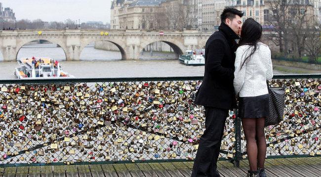 Párizsi támadás a szerelem ellen