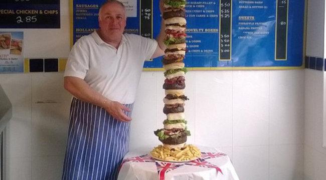 Elkészült az igazi brutálburger - 30 ezer kalóriás