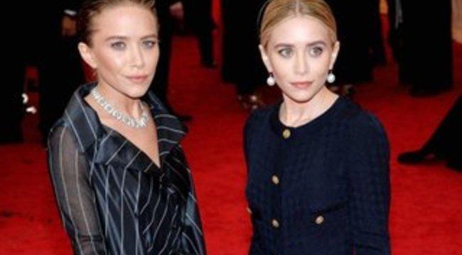Az Olsen-ikrek pasizásban is utánozzák egymást