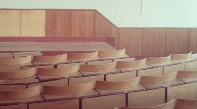 Lakat, lánc, drót: háború az egyetemi ülőhelyekért