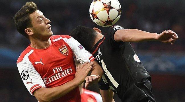 Özil naggyá teszi Sánchezt