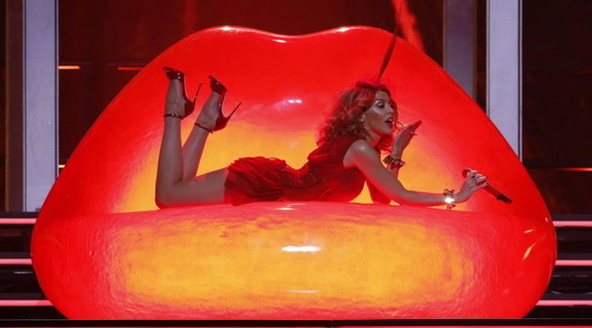 Alaposan bevásárol Kylie Minogue stábja