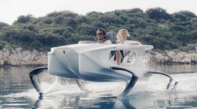 Döbbenetes: lábon megy a csónak