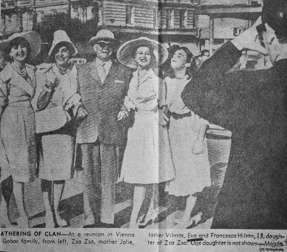 Kilencvenkilenc éves korában elhunyt Gábor Zsazsa magyar származású hollywoodi filmdíva. Hírnevét nem annyira filmes szerepei, hanem házasságai, extravaganciája, szellemes mondásai alapozták meg. Összesen kilenc házasságával még a Guinness-rekordok könyvébe is bekerült mint a legtöbb igent kimondó díva.