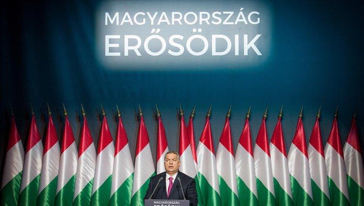 Orbán Viktor évértékelője kordonok és tüntetők árnyékában