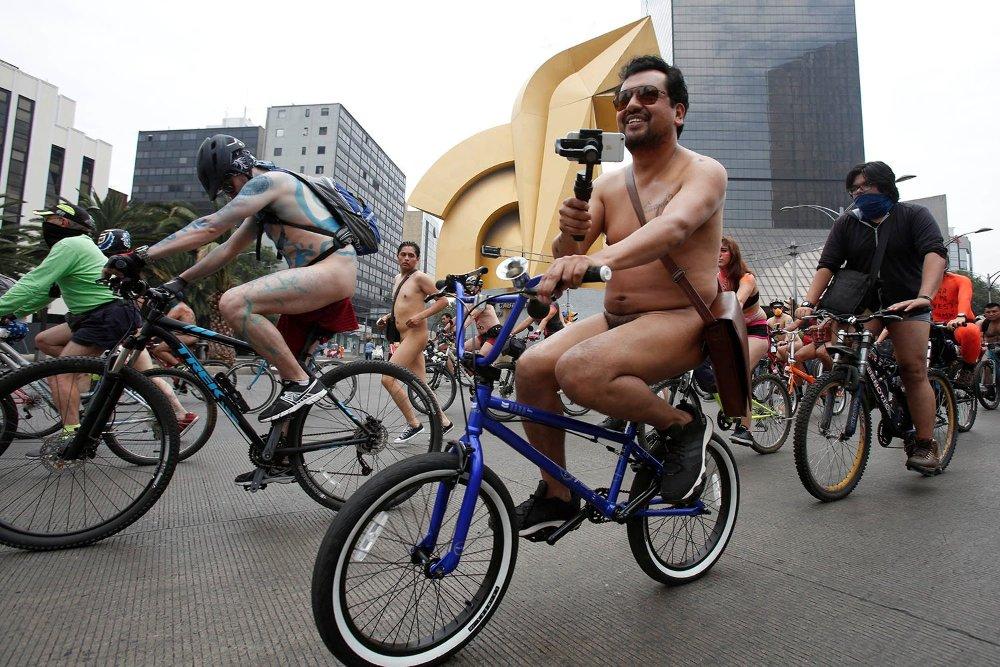 Meztelen kerékpárosok lepték el a világ nagyvárosait