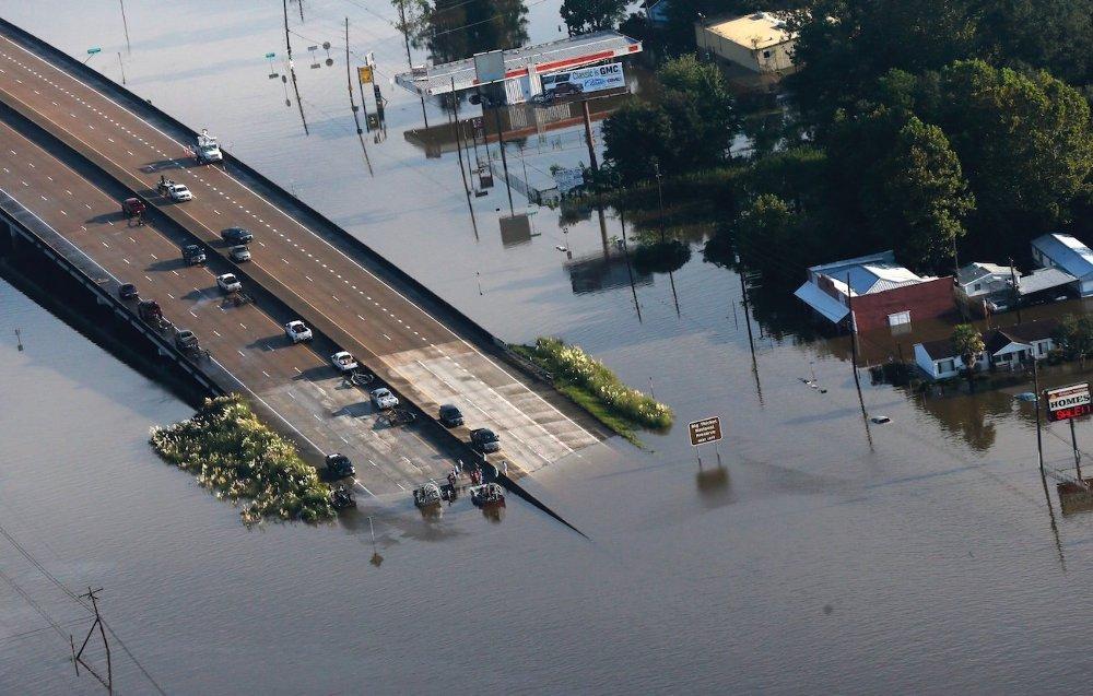 Légi felvétel a texasi Kountze egyik árvízzel elöntött területéről 2017. augusztus 31-én, hat nappal azután, hogy a heves esőzéssel kísért Harvey hurrikán végigsöpört a texasi partvidéken