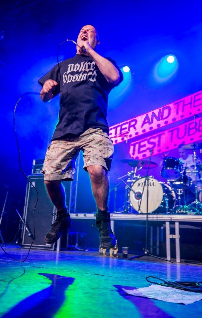 A Peter and The Test Tube Babies egy hamisítatlan, angol punk csapat. A zenekar története 1978-ban kezdődött. Ez volt az év, amikor Peter Bywaters énekes Brighton-ban megalakította az igazi bulizós, sörözős, káromkodós, old-punk zenét játszó zenekarát.