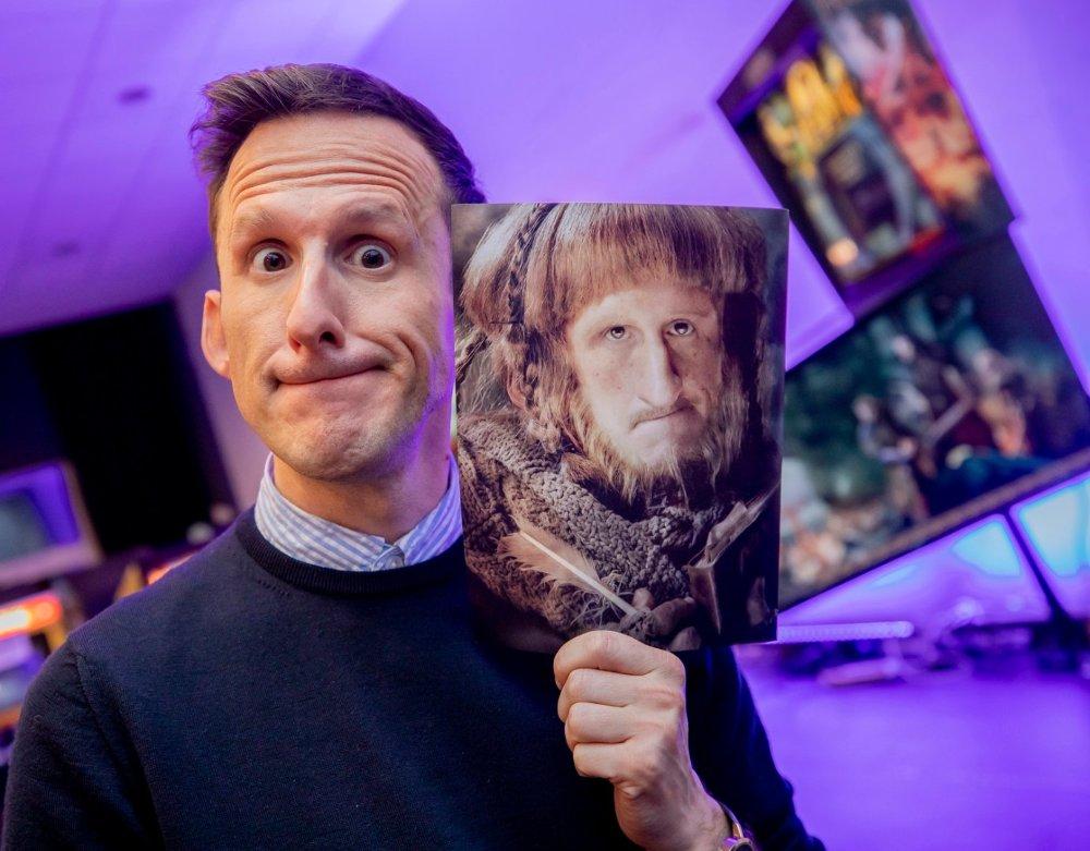 Az esemény sztárvendége a Peter Jackson által rendezett Hobbit trilógiában Ori törp szerepét játszó Adam Brown színész.