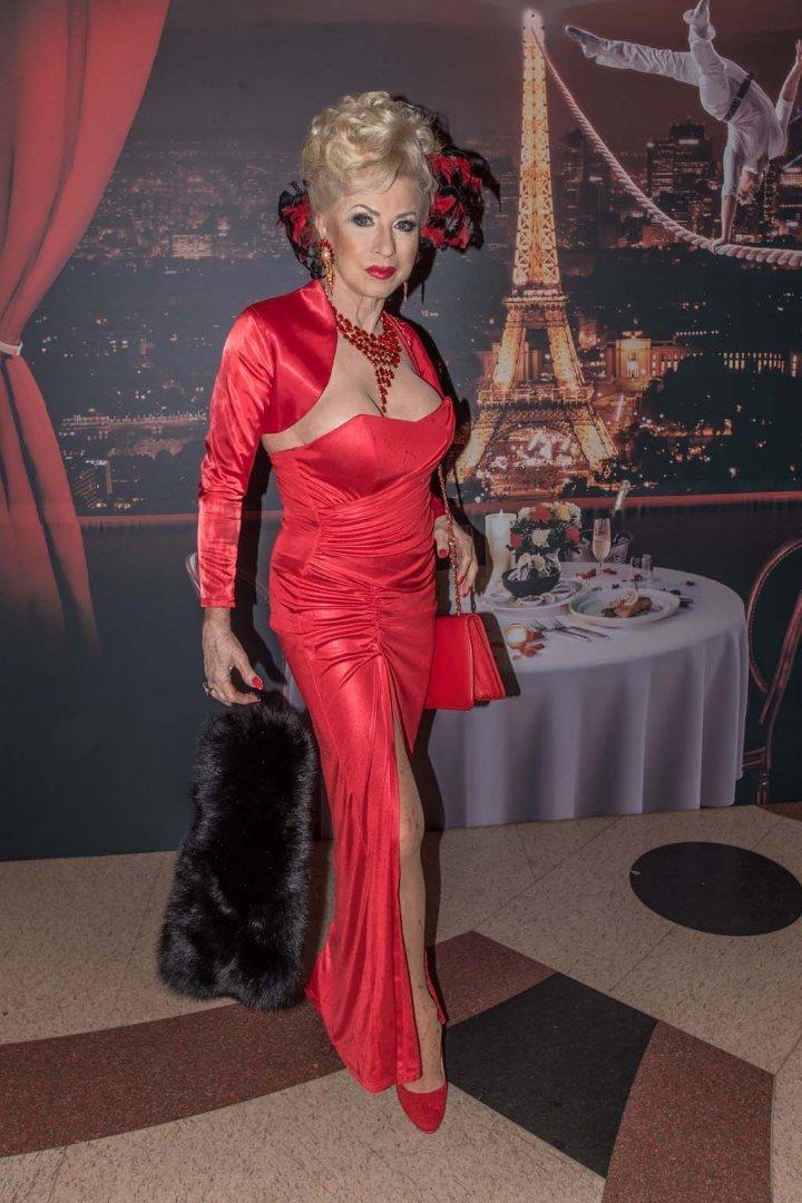 Medveczky Ilona a régi Moulin Rouge-ban   BorsOnline