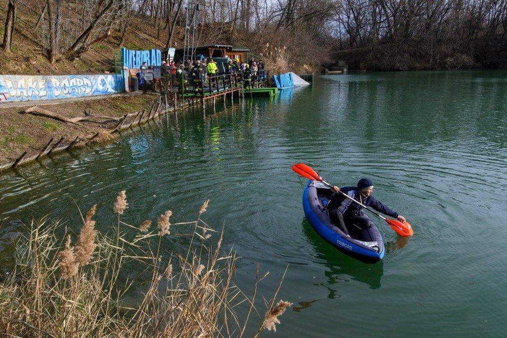 Téli Balaton-átúszás előkészület Gyömrőn