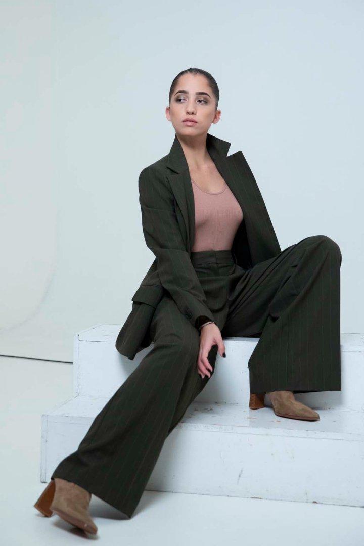 Modellkedéssel kacérkodik Schobert Lara