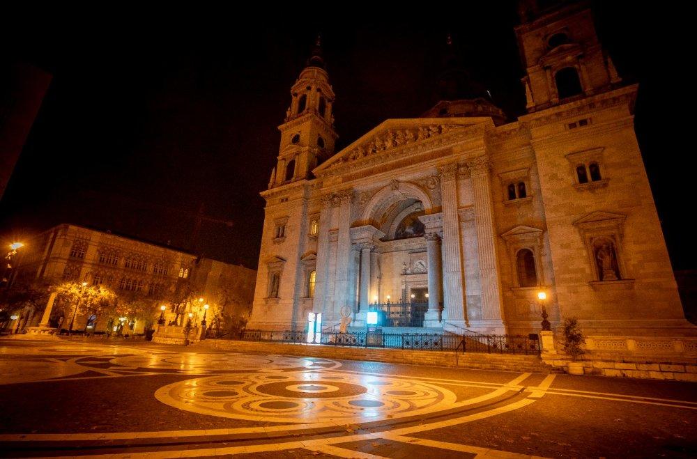 Éjszakai körkép Budapest utcáiról